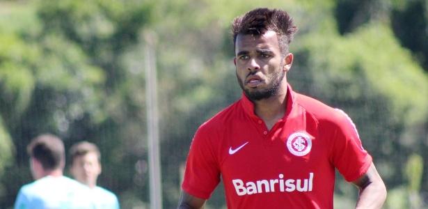 Alex Santana (f) e Bruno Gomes estão entre os relacionados para Inter x Goiás
