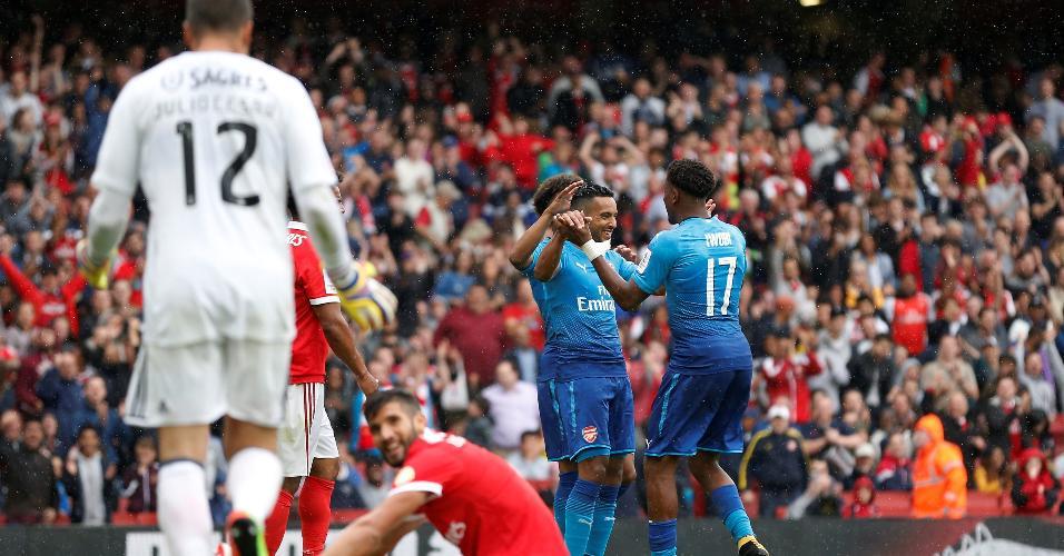 6148d9bc2f The Walcott marcou duas vezes na vitória do Arsenal