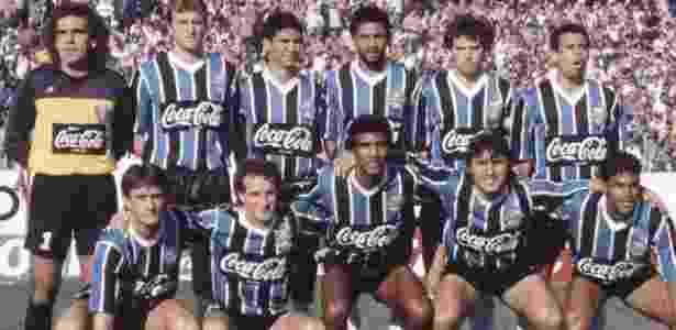 Nilson, agachado (no centro), em time do Grêmio do início da década de 90 - Arquivo pessoal - Arquivo pessoal