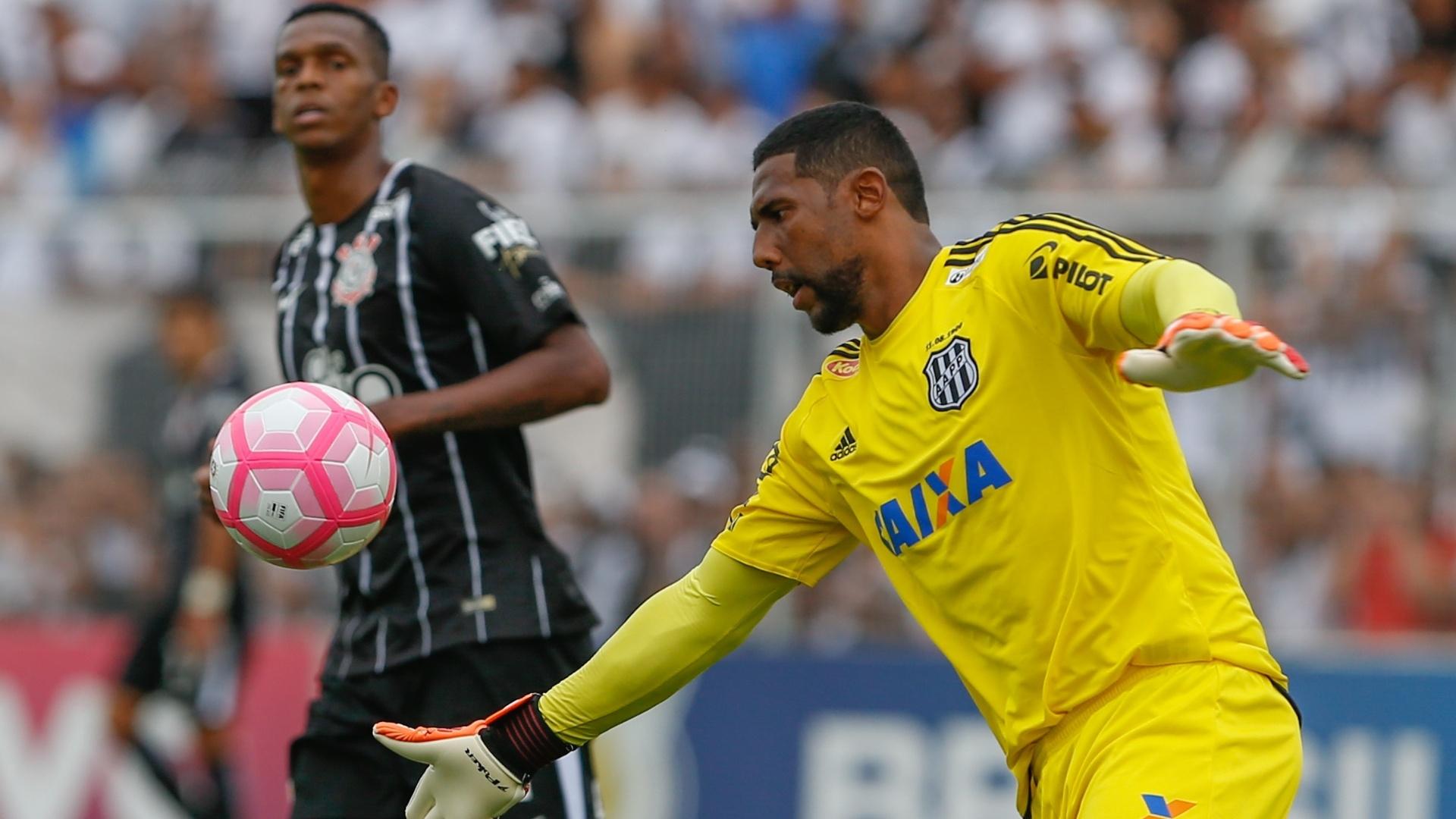 Aranha, da Ponte Preta, durante partida contra o Corinthians pelo Campeonato Brasileiro de 2017