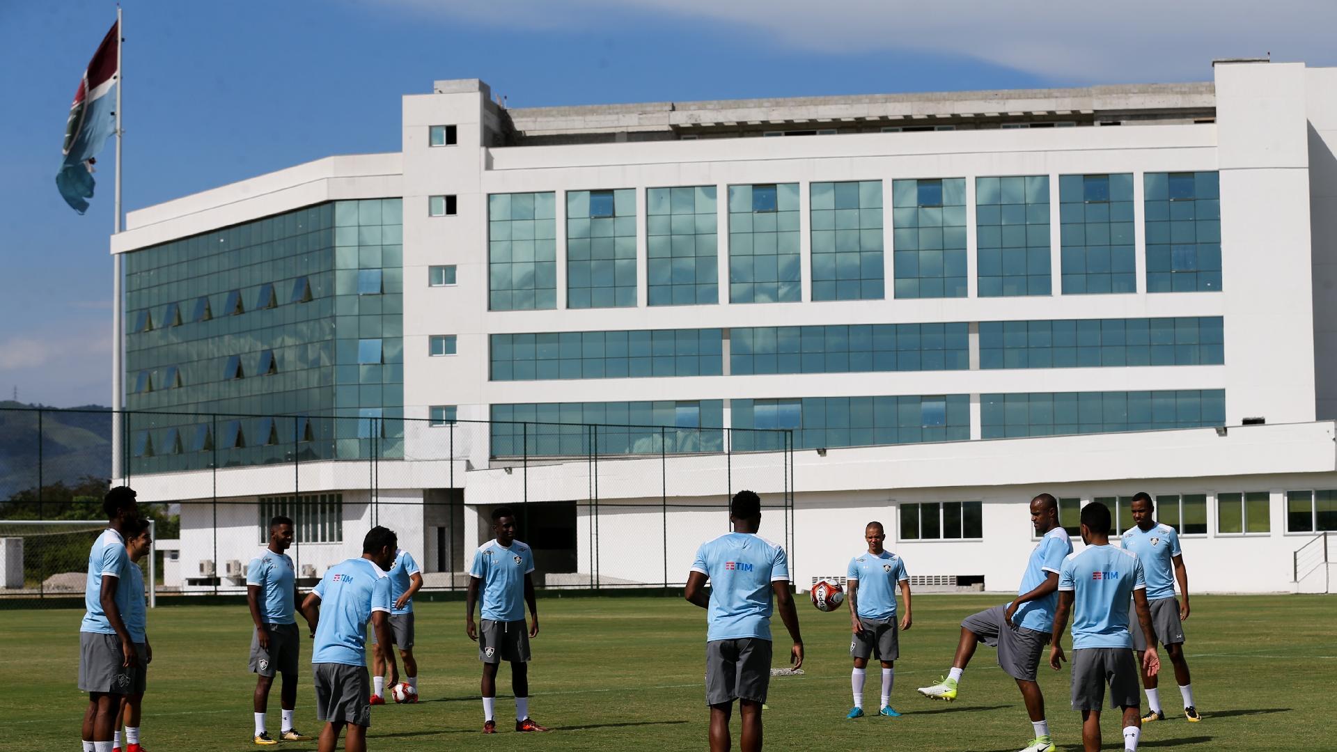 Jogadores do Fluminense treinam no CT Pedro Antonio