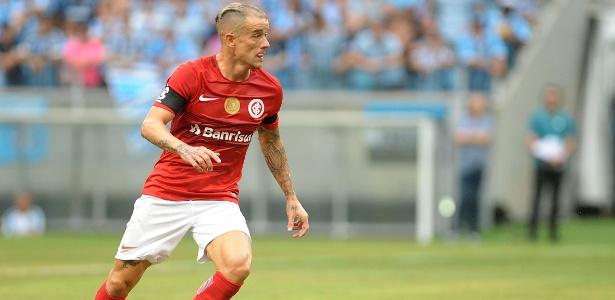 D'Alessandro em ação pelo Internacional contra o Grêmio no último domingo