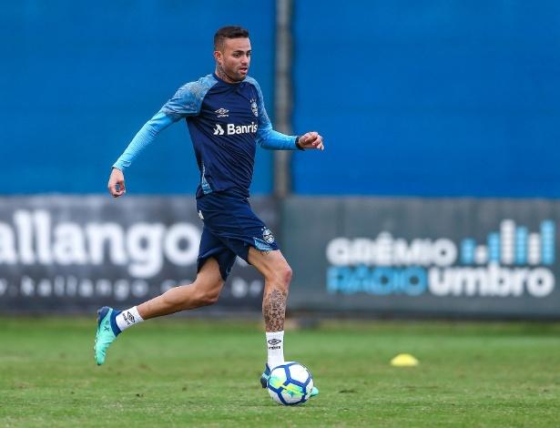Nesta segunda-feira (4) o meia-atacante do Grêmio treinou normalmente e  confirmou a previsão de retorno ao time ... a6e3018ae53ba