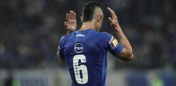 Lateral acredita que o Cruzeiro poderia ter saído pelo menos com um empate do Morumbi - Pedro Vale/AGIF