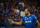 À espera da regularização, Barcos faz 4 gols em primeira atividade com bola - Vinnicius Silva/Cruzeiro