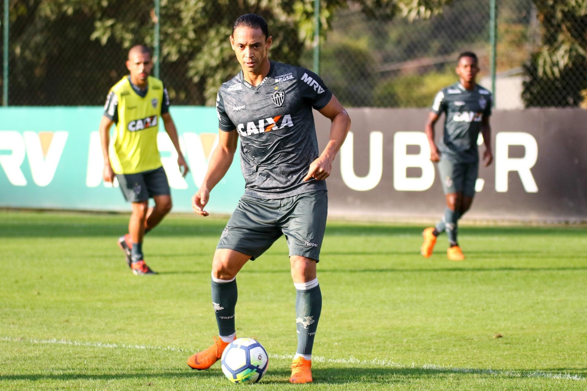 Atlético-MG conta com voltas de Ricardo Oliveira e Cazares contra América -  09 10 2018 - UOL Esporte 0274c9a34d021