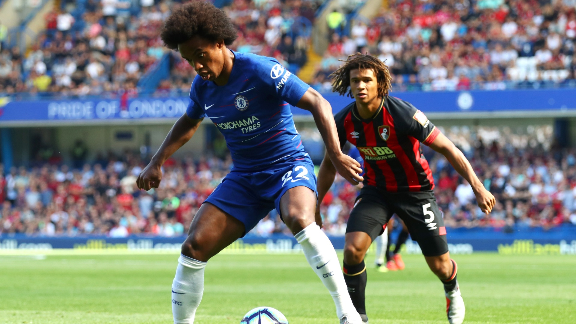 Willian no jogo contra o Bournemouth