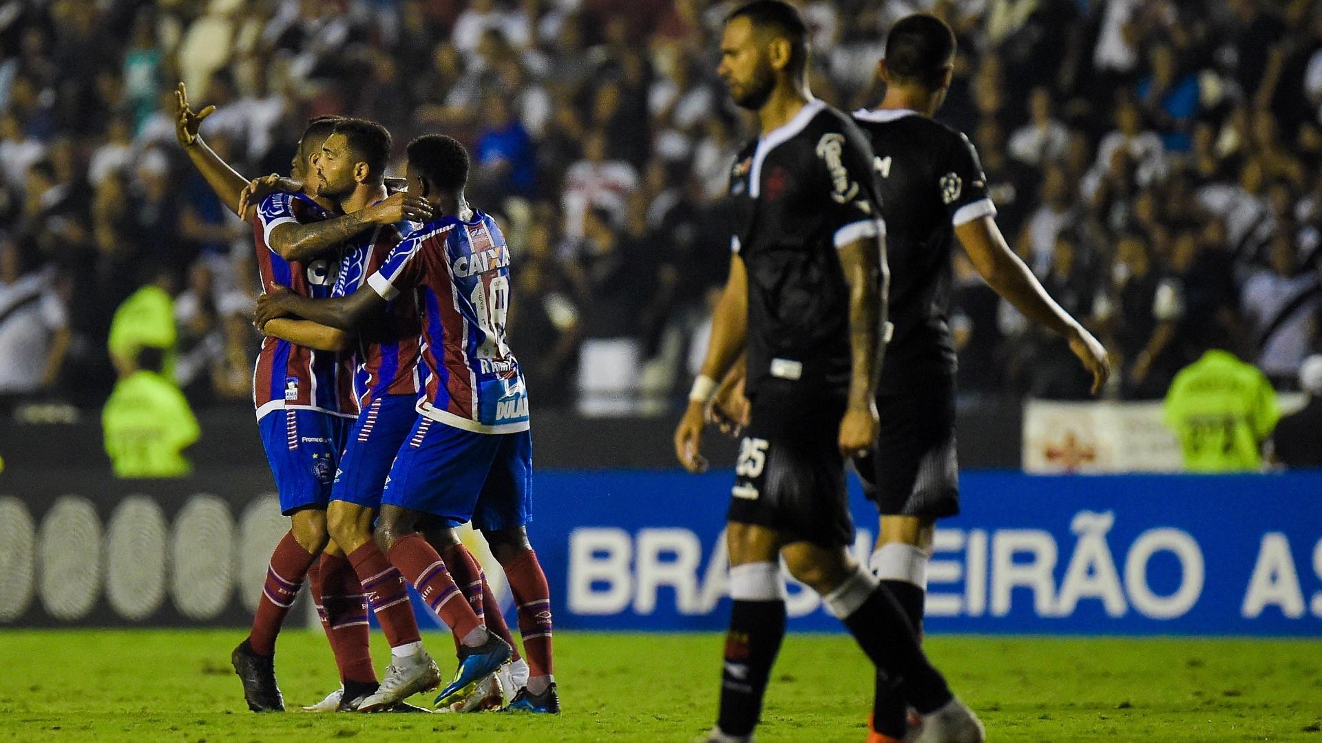 Jogadores do Bahia comemoram gol de Gilberto diante do Vasco