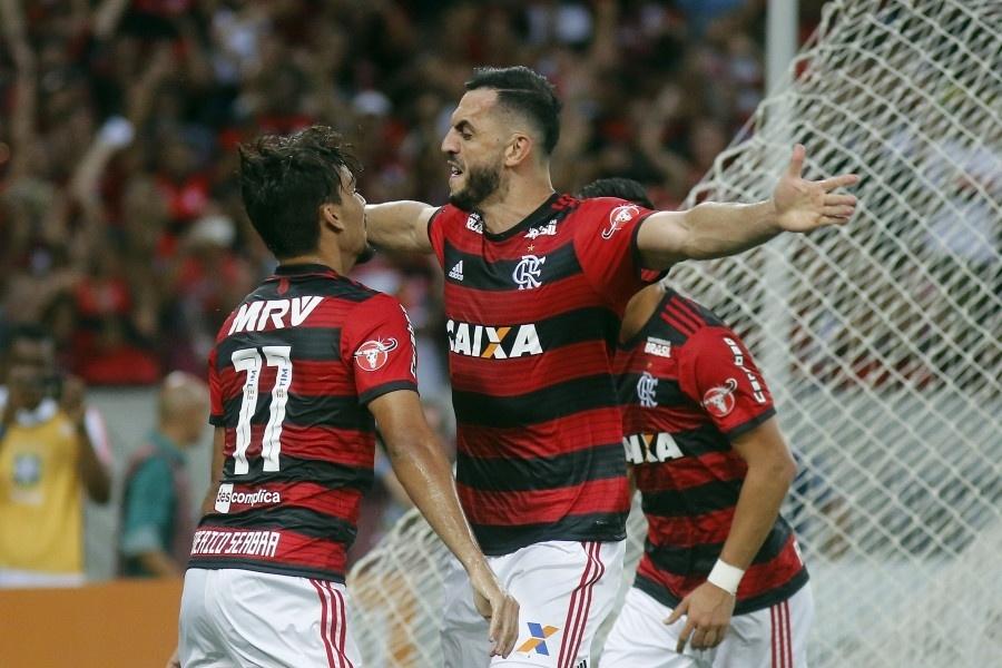 Rhodolfo comemora gol do Flamengo diante do Atlético-PR pelo Campeonato Brasileiro 2018