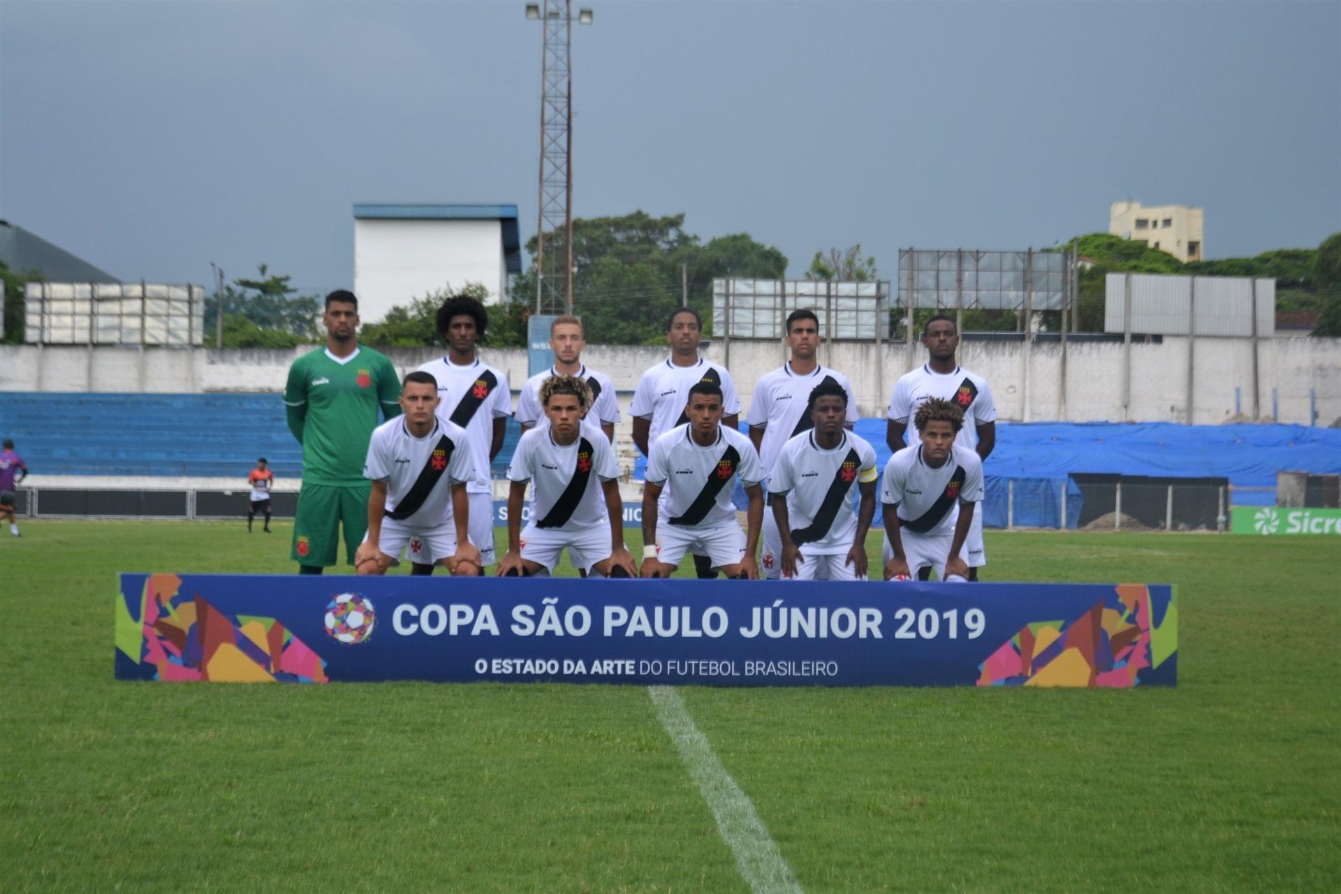 Vasco tropeça com Tubarão e deixa decisão na Copinha para última rodada -  Esporte - BOL cf4544612313d