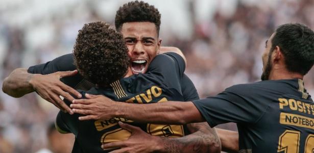 Gustagol e Sornoza em amistoso entre Corinthians e Santos - Marcello Zambrana/Agif