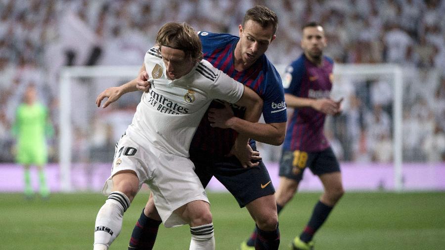 Recuperado de lesão, Arthur voltou a ser titular neste sábado (2), contra o Real Madrid - CURTO DE LA TORRE/AFP