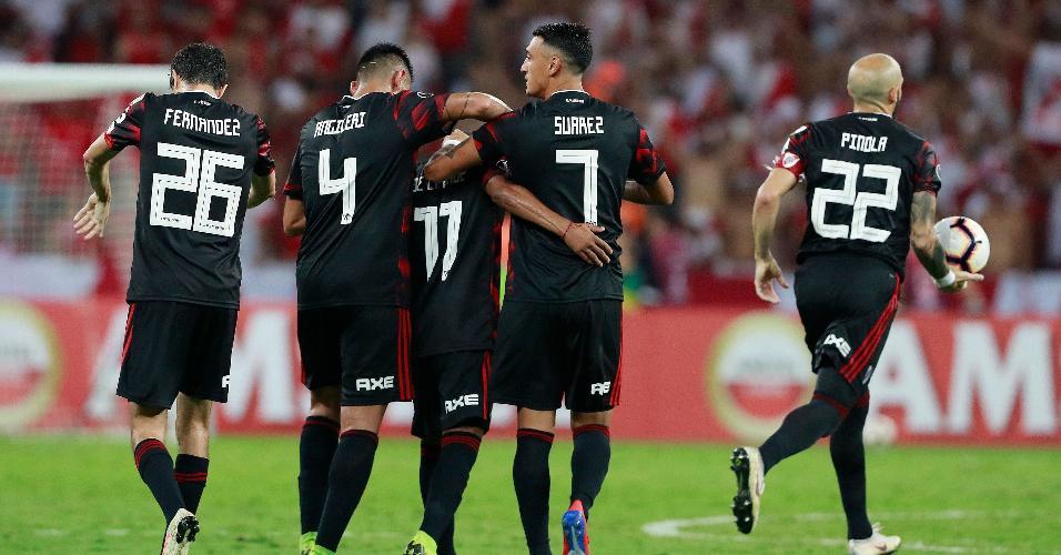 Jogadores do River Plate comemoram gol contra o Internacional