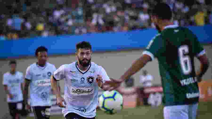 Botafogo perdeu para o Goiás no primeiro turno com gol nos minutos finais da partida no Serra Dourada - Andre Borges/AGIF