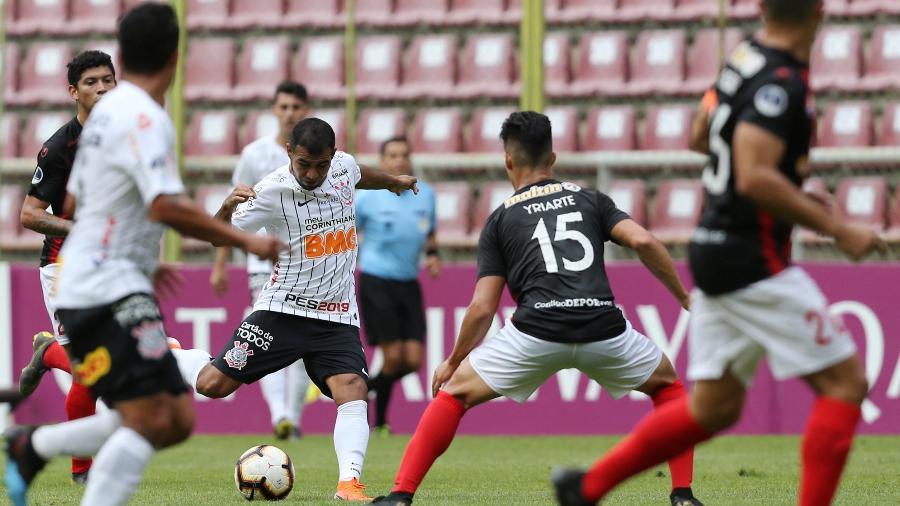 Sornoza marcou contra o Deportivo Lara o seu primeiro gol com a camisa do Corinthians - Manaure Quintero/Reuters