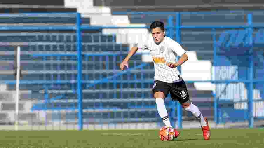 Thomas Agustin é nascido na Argentina e radicado no Brasil desde 2010; ele atua como zagueiro e volante na base do Corinthians  - Rodrigo Coca/Agência Corinthians
