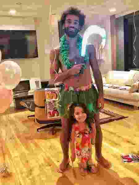 Salah se fantasia de personagem da Disney com a filha, Makka - Reprodução/Instagram