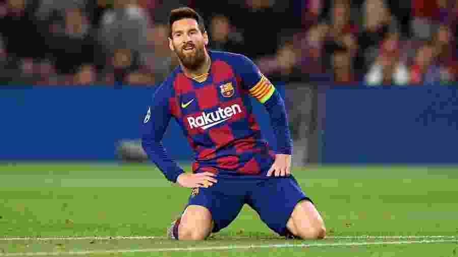 Lionel Messi em campo na partida Barcelona x Slavia Praga pela Liga dos Campeões - Josep Lago/AFP