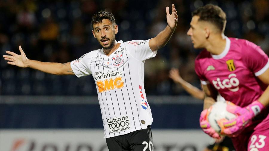 Camacho em ação pelo Corinthians diante do Guaraní, pela Libertadores - Jorge Adorno/Reuters