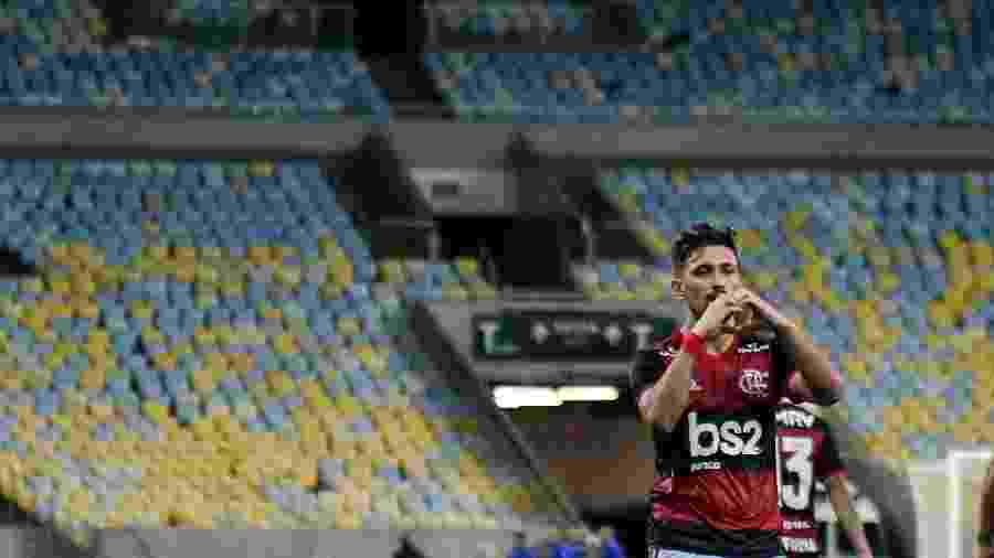 Arrascaeta comemora gol da virada diante da Portuguesa-RJ, no último jogo do Flamengo antes da paralisação - Thiago Ribeiro/AGIF