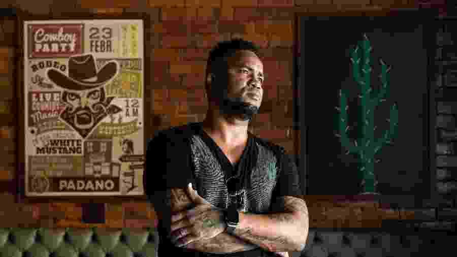 Carlos Alberto posa para retrato durante entrevista ao UOL - Zô Guimarães/UOL