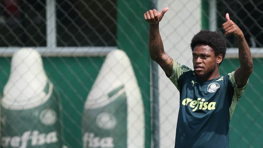 Luiz Adriano durante treino do Palmeiras na Academia de Futebol - Cesar Greco