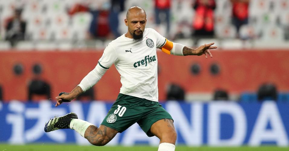 Felipe Melo erra cobrança de pênalti do Palmeiras contra o Al Ahly