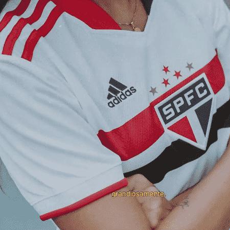 Modelo feminino da nova camisa do São Paulo para a temporada 2021 - Reprodução/Facebook/São Paulo FC - Reprodução/Facebook/São Paulo FC