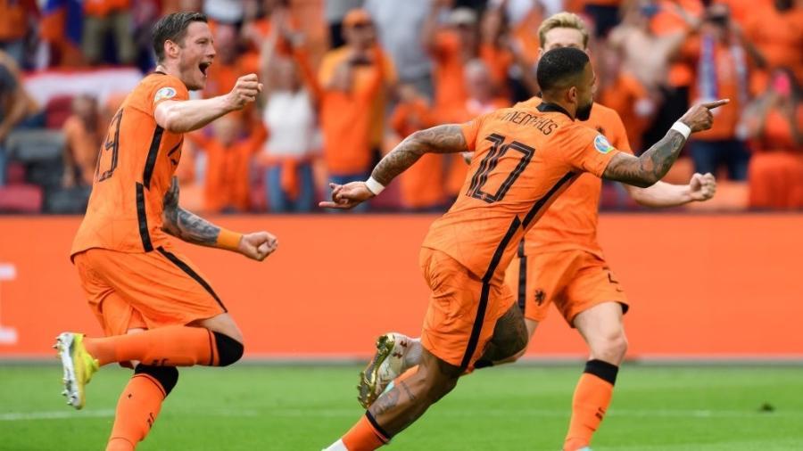 Memphis Depay comemora gol da Holanda contra a Austria, pela segunda rodada da Eurocopa - DeFodi Images via Getty Images