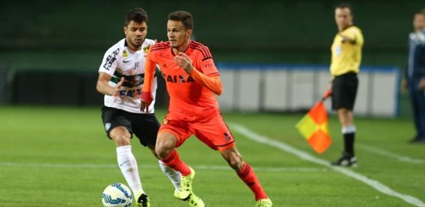 Renê, lateral esquerdo do Sport, está na mira do Cruzeiro, segundo agente