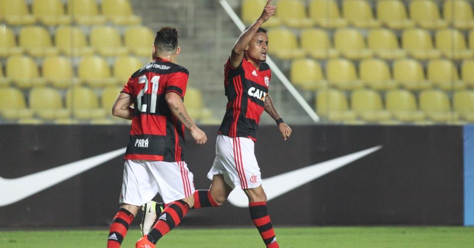 Éverton comemora comemora gol do Flamengo diante do Figueirense