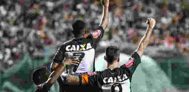 Jogadores do Atlético-MG comemoram gol sobre o Inter, no estádio Independência, em Belo Horizonte - Bruno Cantini/Atlético