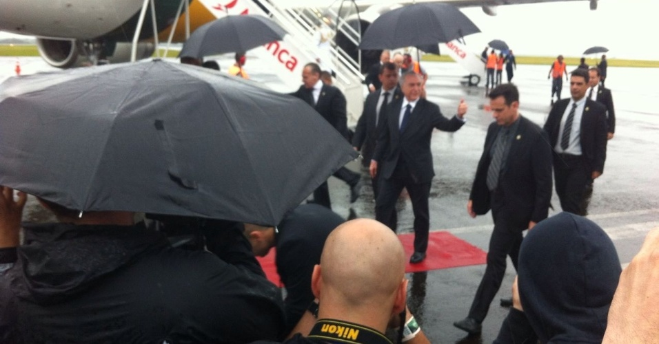 Michel Temer chega ao aeroporto de chapecó