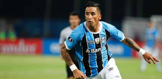 Lucas Barrios pode fazer primeiro jogo como titular do Grêmio nesta quarta-feira