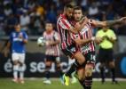 Pratto admite ter tocado na bola em gol de Jô e critica arbitragem no país