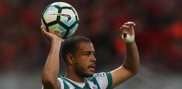 Mayke é dúvida para a lateral direita do Palmeiras nesta quarta