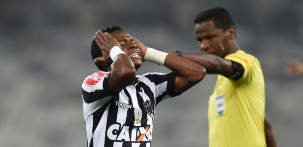 Cazares lamenta chance perdida no jogo do Atlético-MG contra o Jorge Wilstermann