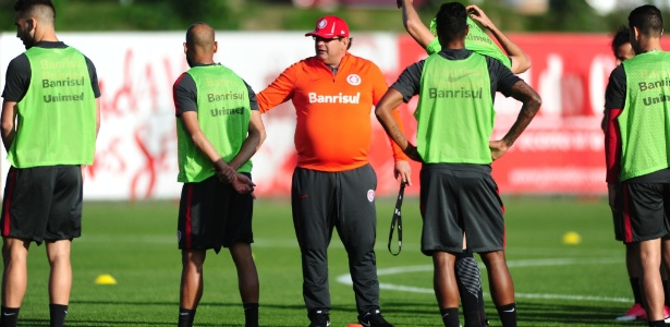 Guto Ferreira, técnico do Inter, em treinamento do time gaúcho