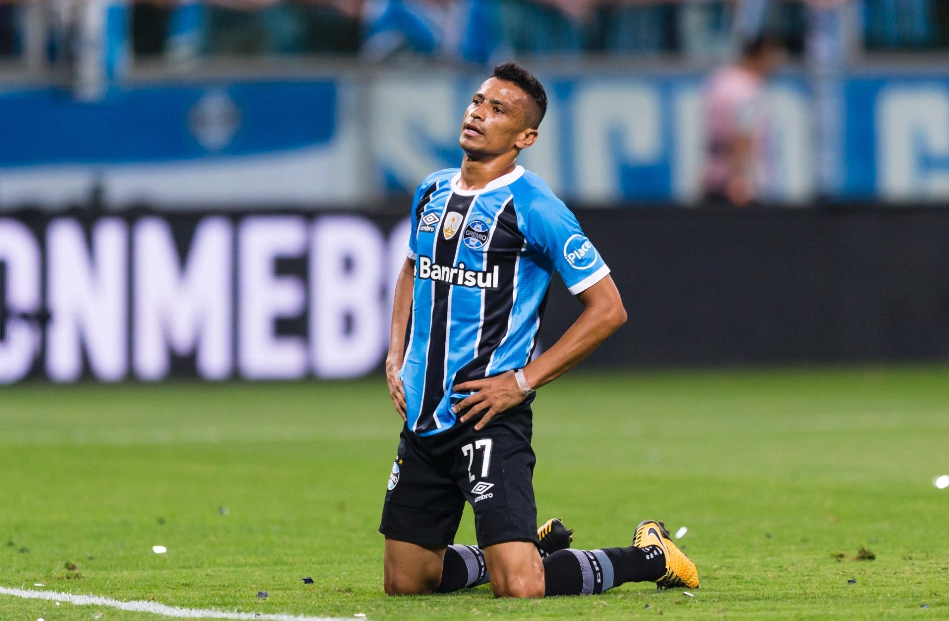 Grêmio não recebe retorno e renovação de contrato com Cícero fica distante  - 07 01 2018 - UOL Esporte 0d7ab161c2f6f