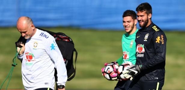 Taffarel, Ederson e Alisson em ação durante treino da seleção brasileira - Lucas Figueiredo/Mowa Press