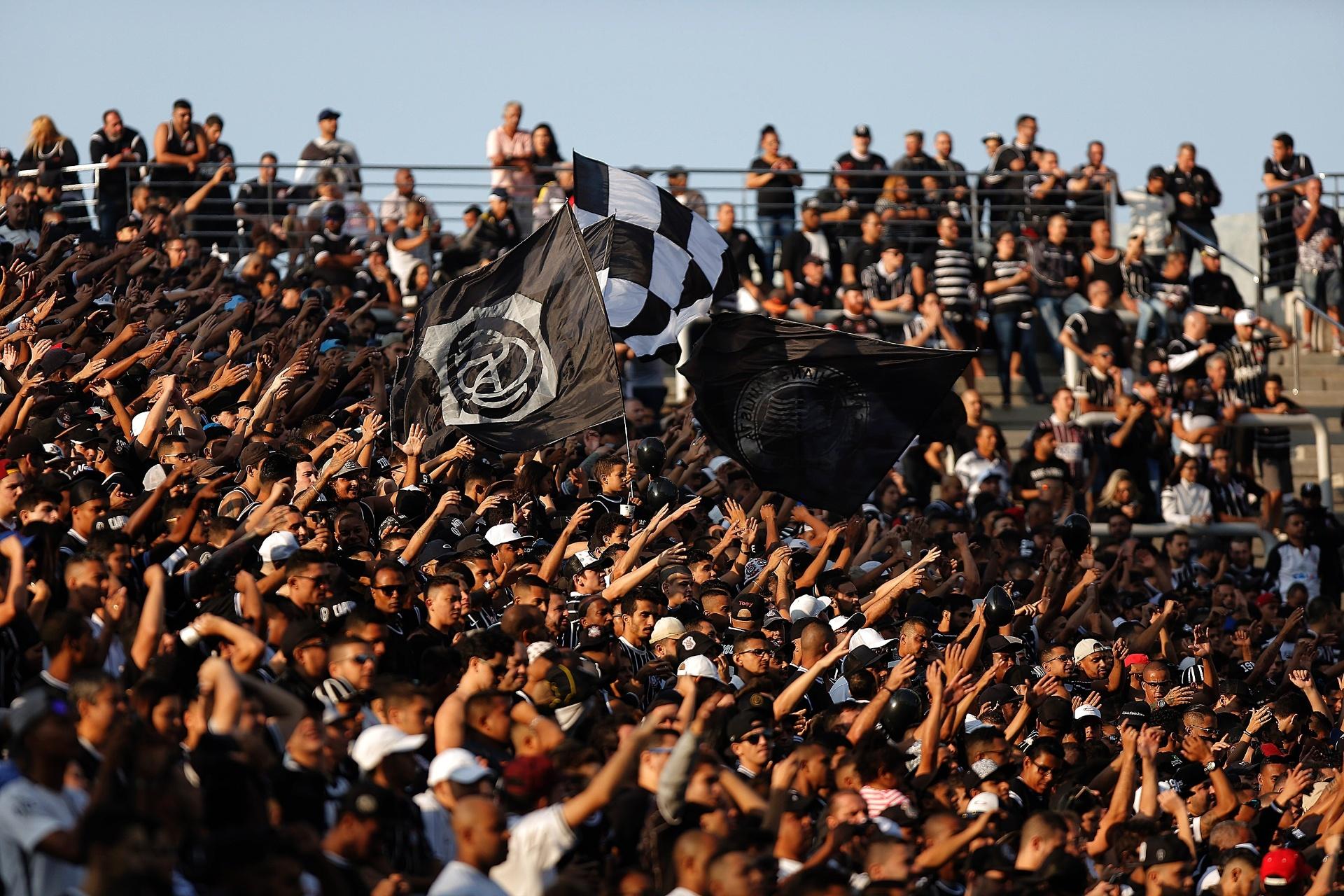 Corinthians se vê próximo de acordo com IBM para transferir Fiel Torcedor -  Esporte - BOL 7709db20d3123