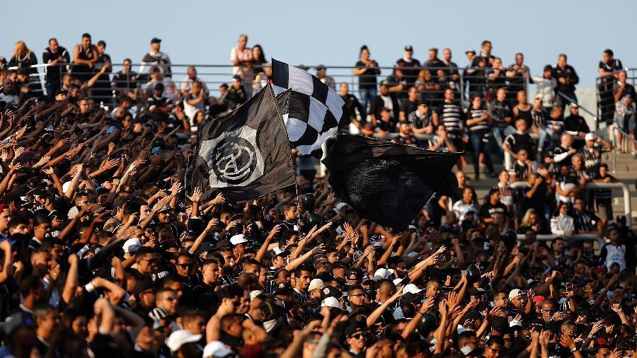 Torcida do Corinthians canta durante clássico contra o Palmeiras em Itaquera - Daniel Vorley/AGIF