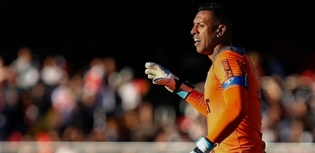O goleiro do São Paulo, Sidão, destaca a importância de a equipe vencer fora de casa