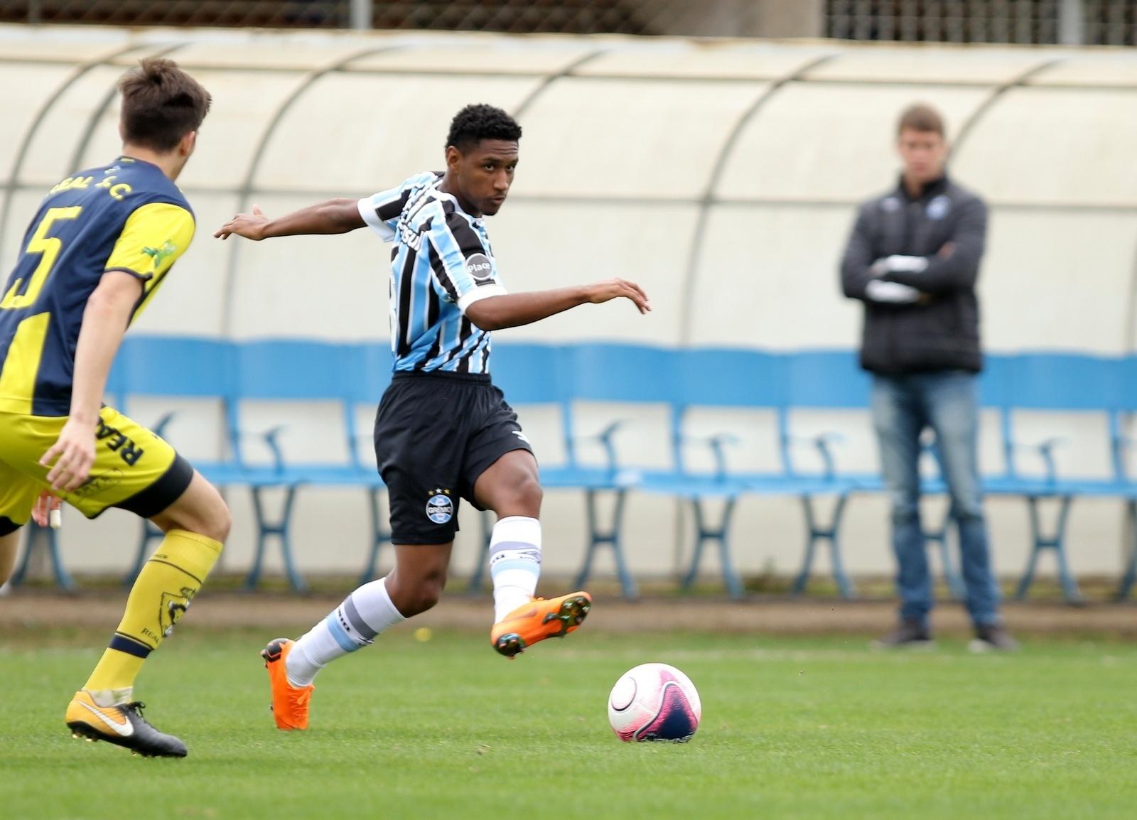 Shakhtar insiste em negócio e Grêmio estuda situação de Tetê - 25 01 2019 -  UOL Esporte c32e3090ae836
