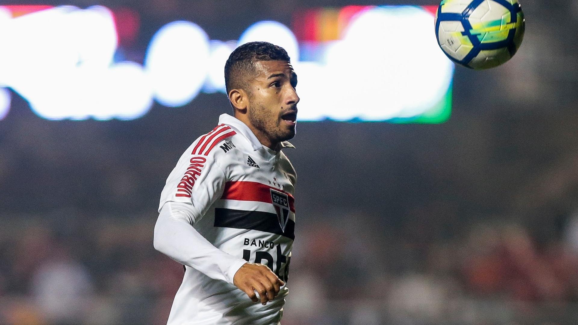 Joao Rojas, jogador do São Paulo, durante partida contra o Bahia