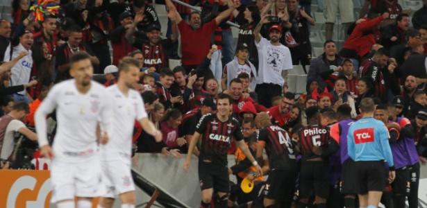 Atlético comemora: cena corriqueira na Arena da Baixada em 2018 - GISELE PIMENTA/FRAMEPHOTO/ESTADÃO CONTEÚDO