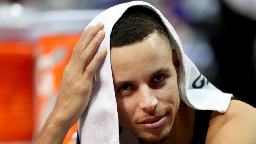 Nesta temporada, Stephen Curry tem média de 29,4 pontos por partida - Tom Pennington/Getty Images