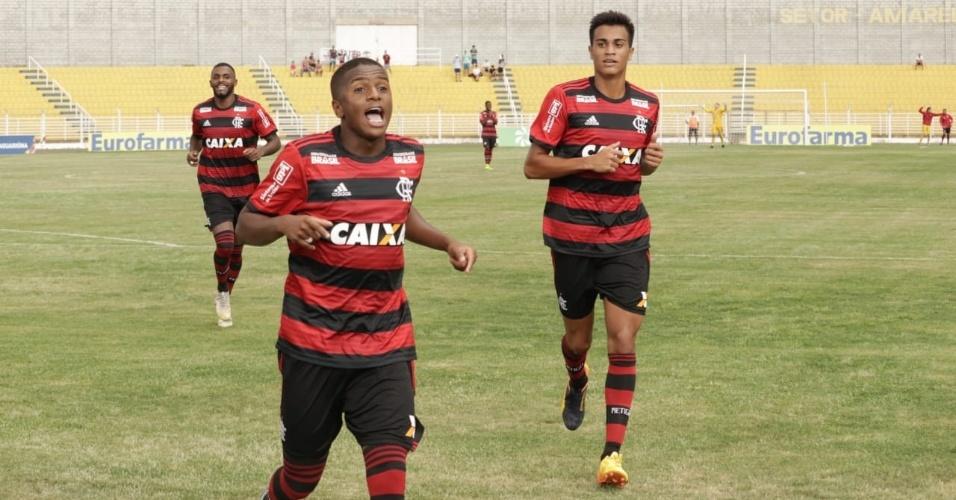 Bill comemora um dos seus gols na estreia do Flamengo na Copinha 2019