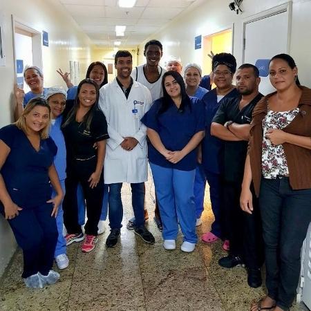 Jhonata Ventura, que teve 30% do corpo queimado, foi transferido ao hospital particular - Divulgação
