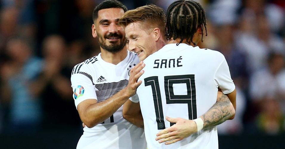 Reus comemora gol da Alemanha contra a Estônia